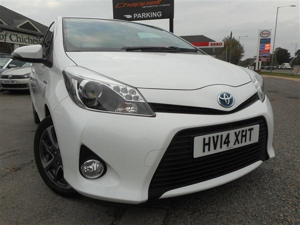 Toyota Yaris Hybrid Trend 1.5 Automatic CVT 0 Road Tax full