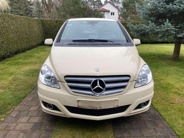 Used Mercedes-Benz  B 180 Benzin/Gas Automatik (Van)