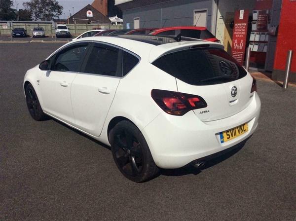 Vauxhall Astra 1.4T 16V SRi [140]